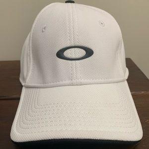 NWT Oakley White Silicon Hat L/XL